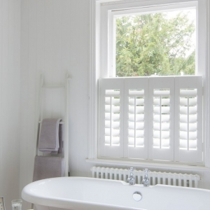 cafe_style_faux_shutter_bathroom_2_2014__920x608_q85_crop_subsampling-2_upscale