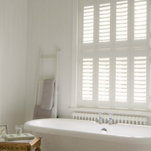 tier_on_tier_faux_shutter_bathroom_2014__920x608_q85_crop_subsampling-2_upscale